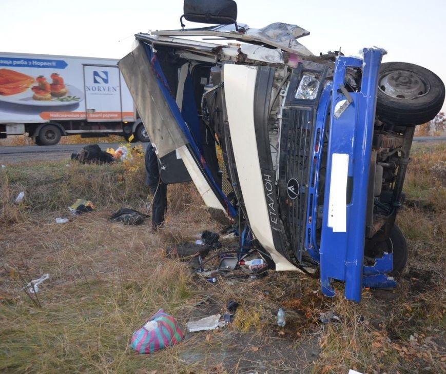Под Харьковом легковушка врезалась в забитый людьми автобус: водителей и пассажиров забрали в больницу, фото-7