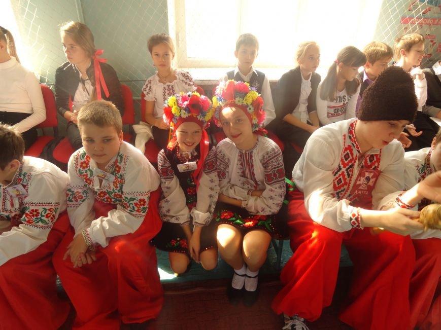 Военнослужащие батальона «Святая Мария» лепили украинские вареники с мариупольскими школьниками (ФОТОРЕПОРТАЖ), фото-17