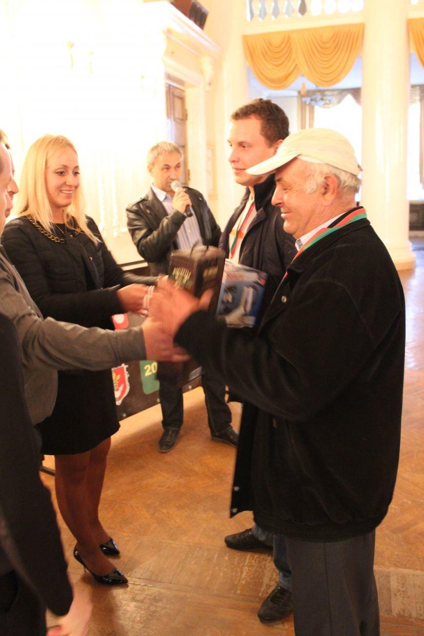 Кандидат в народные депутаты Катерина Шаповалова поздравила победителей турнира по парному домино (ФОТО), фото-5