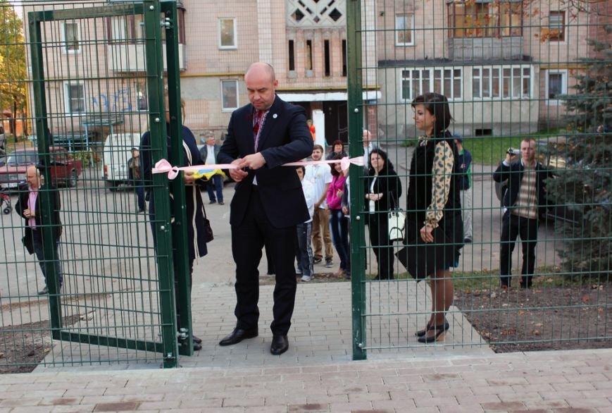 У Тернополі на вул. Вербицького з'явився універсальний спортивний майданчик (фото), фото-1