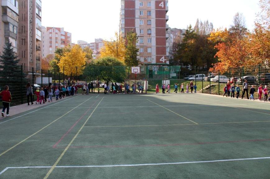 У Тернополі на вул. Вербицького з'явився універсальний спортивний майданчик (фото), фото-2