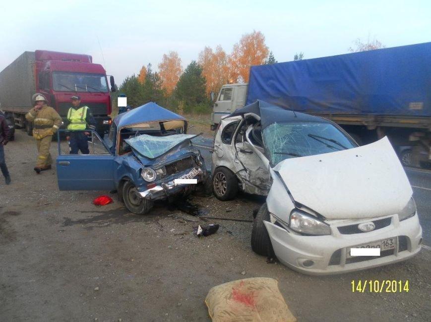 Вчера в Ульяновской области лоб в лоб столкнулись «ВАЗ-111960» и «ВАЗ-2101», фото-1