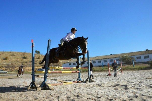 Юные всадницы Ялтинской Федерации конного спорта успешно дебютировали на Первенстве КСК «Спартак», фото-2