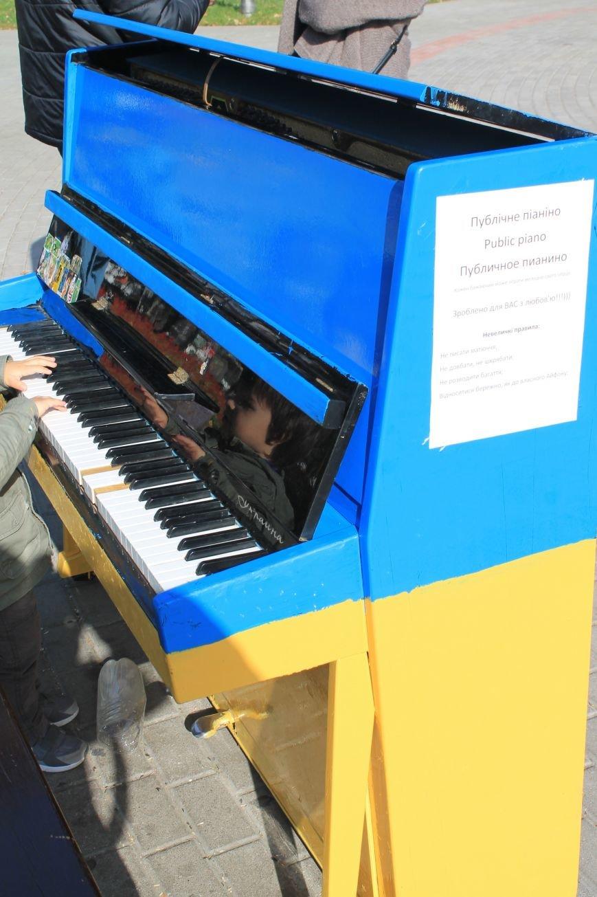 В Сумах возле Альтанки появилось желто-синее публичное пианино (ФОТО), фото-2