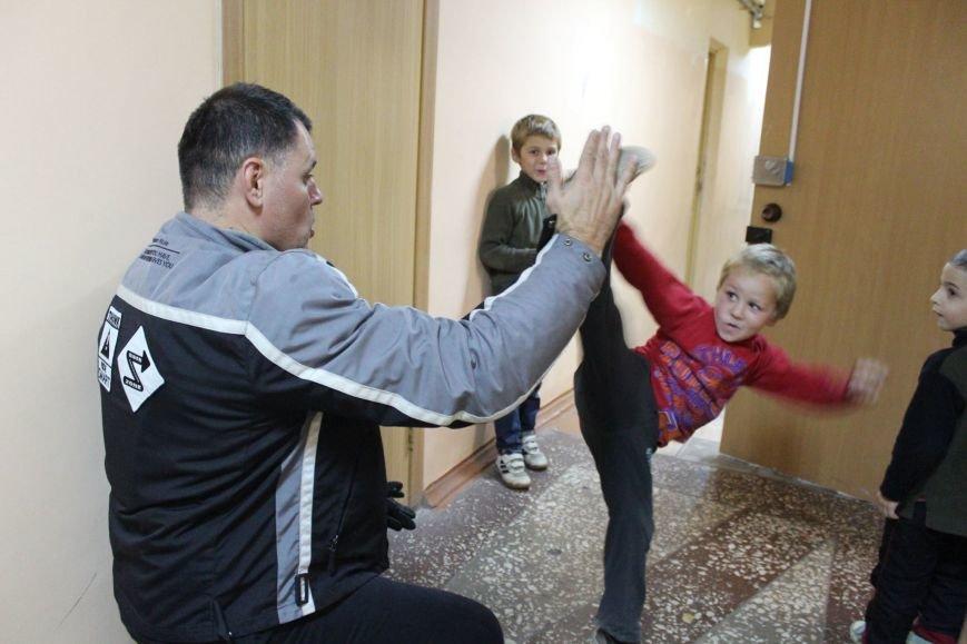 В Мариуполе дети-беспризорники жили на блокпосту (ФОТО), фото-2