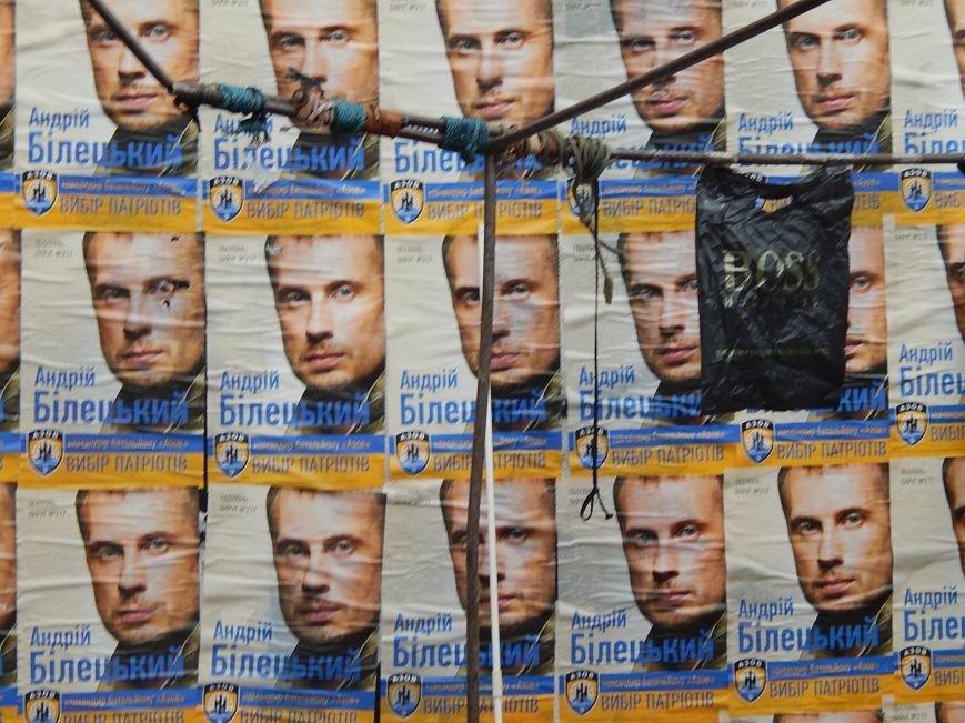 Подступы к станции метро «Героев Днепра» заклеили агитационными обоями (ФОТОФАКТ), фото-7