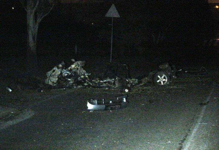 В Мариуполе обстреляли ул. Тополиную. Автомобиль сгорел дотла (ОБНОВЛЕНО+ФОТО), фото-2