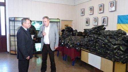 Мэр Мариуполя передал военным 111 зимних курток (ФОТО), фото-1