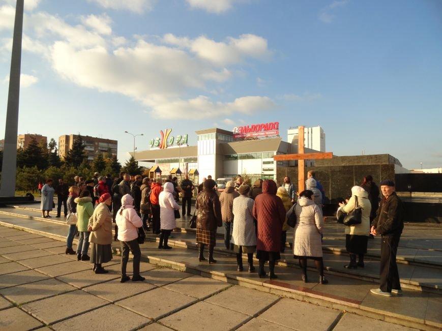 Христиане Мариуполя установили новый крест на площади Ленина (ФОТОРЕПОРТАЖ), фото-5