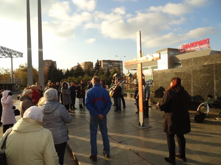 Христиане Мариуполя установили новый крест на площади Ленина (ФОТОРЕПОРТАЖ), фото-2