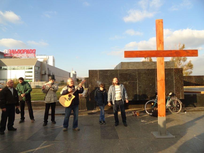 Христиане Мариуполя установили новый крест на площади Ленина (ФОТОРЕПОРТАЖ), фото-4