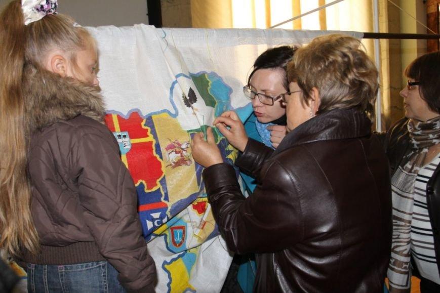154 черниговца вышивали карту Украины, фото-5