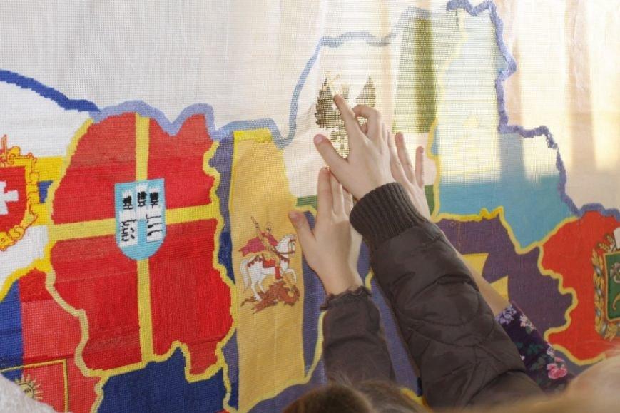 154 черниговца вышивали карту Украины, фото-4