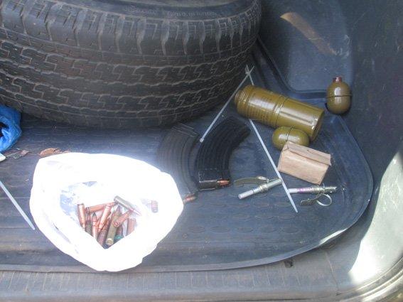 Житель Черкасс пытался перевезти через Харьков арсенал оружия и боеприпасов, фото-1