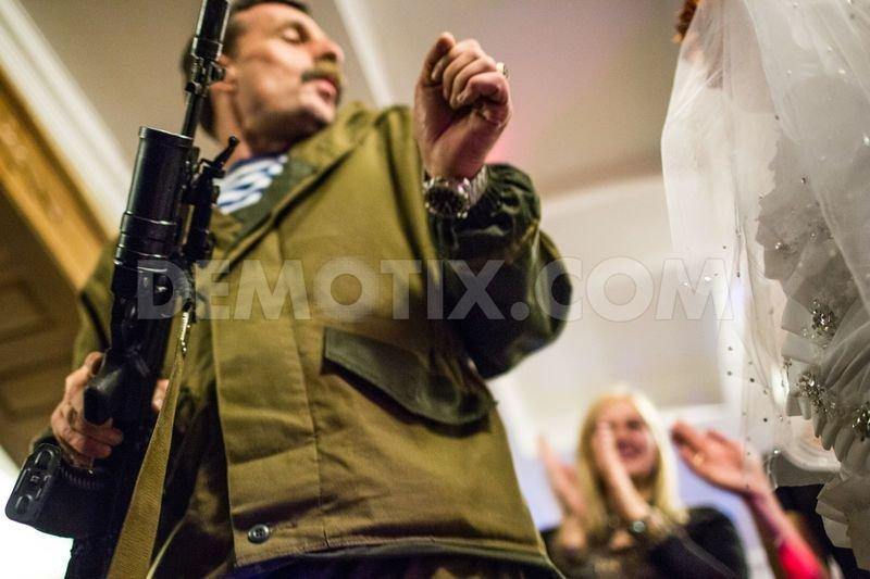 Танцы с автоматами и песня от «Беса»: главарь горловских боевиков стал почетным гостем на свадьбе, фото-6