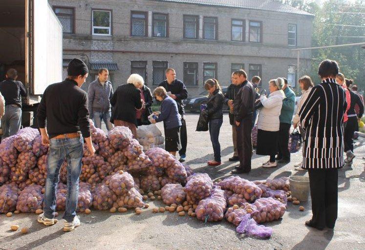 Виталий Ключка оказал помощь продуктами питания переселенцам Красноармейска, Димитрова и Доброполья, фото-2