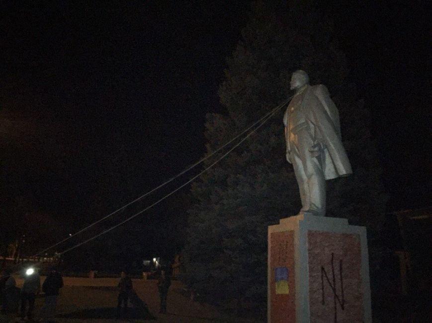 В Кривом Роге памятник Ленину «подскользнулся и разбил голову» (ДОБАВЛЕНО ФОТО), фото-1