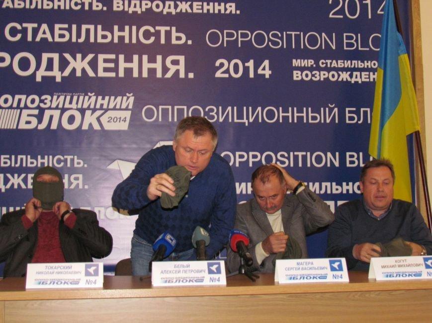 Алексей Белый в Мариуполе выступил против балаклав и призвал говорить с открытыми лицами, фото-2
