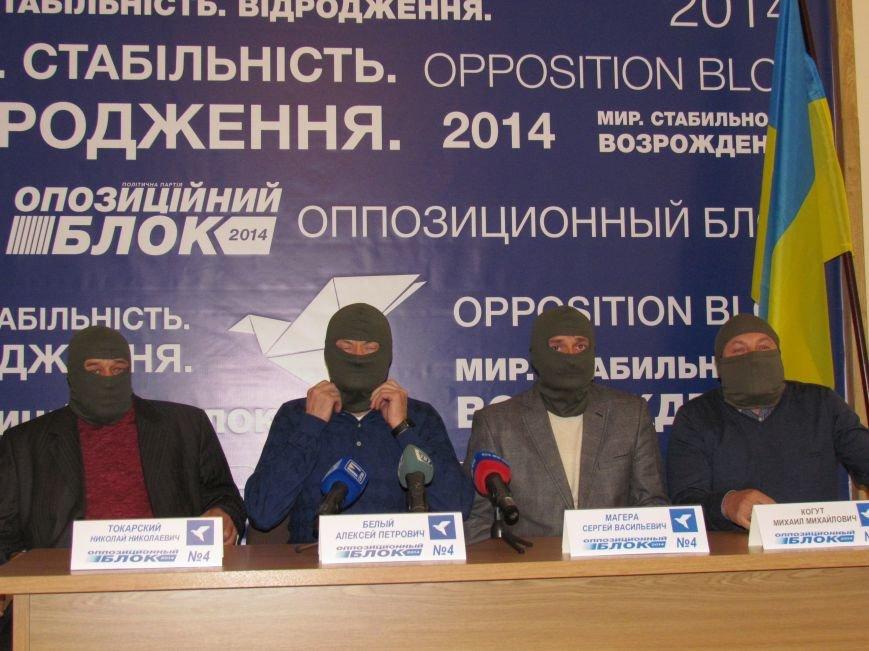 Алексей Белый в Мариуполе выступил против балаклав и призвал говорить с открытыми лицами, фото-1