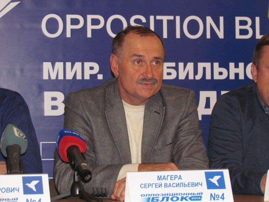 Алексей Белый в Мариуполе выступил против балаклав и призвал говорить с открытыми лицами, фото-3