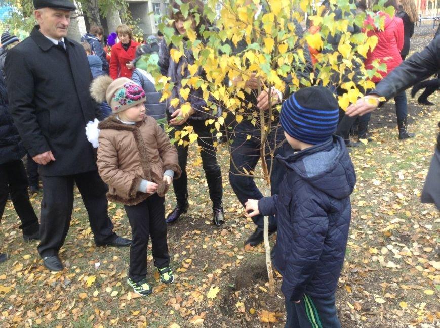 Виталий Ключка посетил школы Доброполья и принял участие в создании «Аллеи мира», фото-3