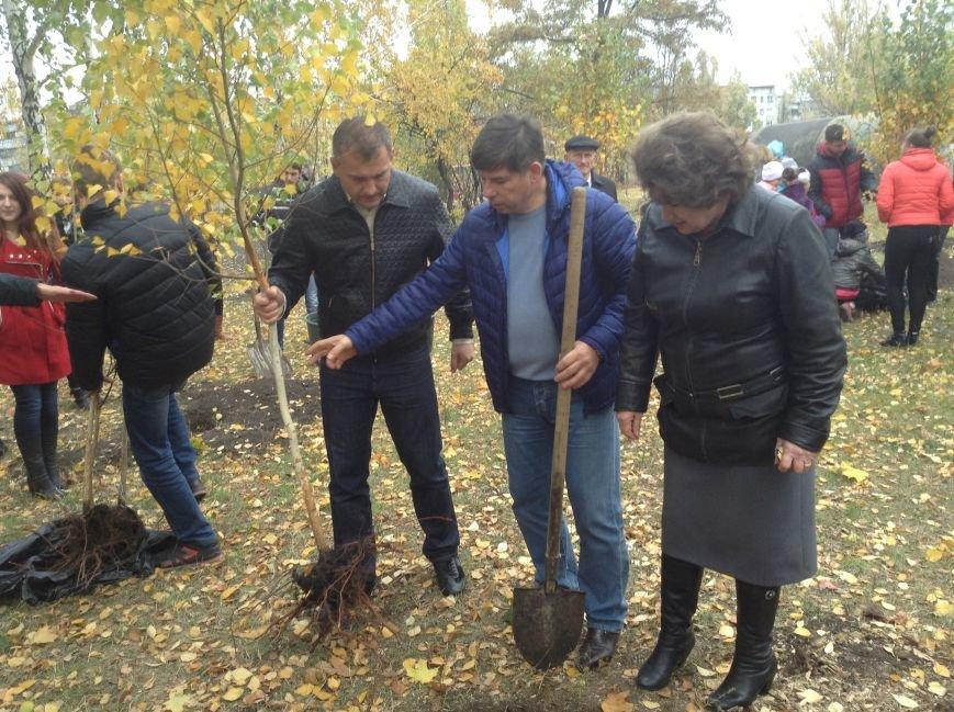 Виталий Ключка посетил школы Доброполья и принял участие в создании «Аллеи мира», фото-2