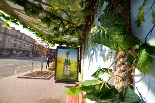Черниговское пиво украсило киевские остановки, фото-2