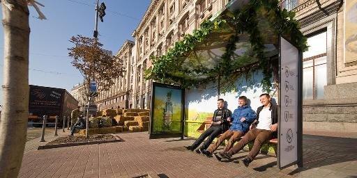 Черниговское пиво украсило киевские остановки, фото-1