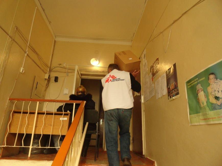Международная организация передала гуманитарную помощь в Мариуполе (ФОТОРЕПОРТАЖ), фото-5