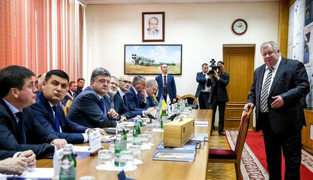 Порошенко в Днепропетровске обговорил перспективы развития космической отрасли, фото-1