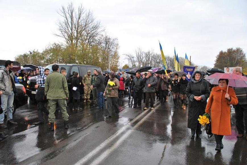 Попрощатися із бійцем «Айдару» Віктором Гурняком на літургію у Тернополі прийшли декілька тисяч мешканців міста, фото-1