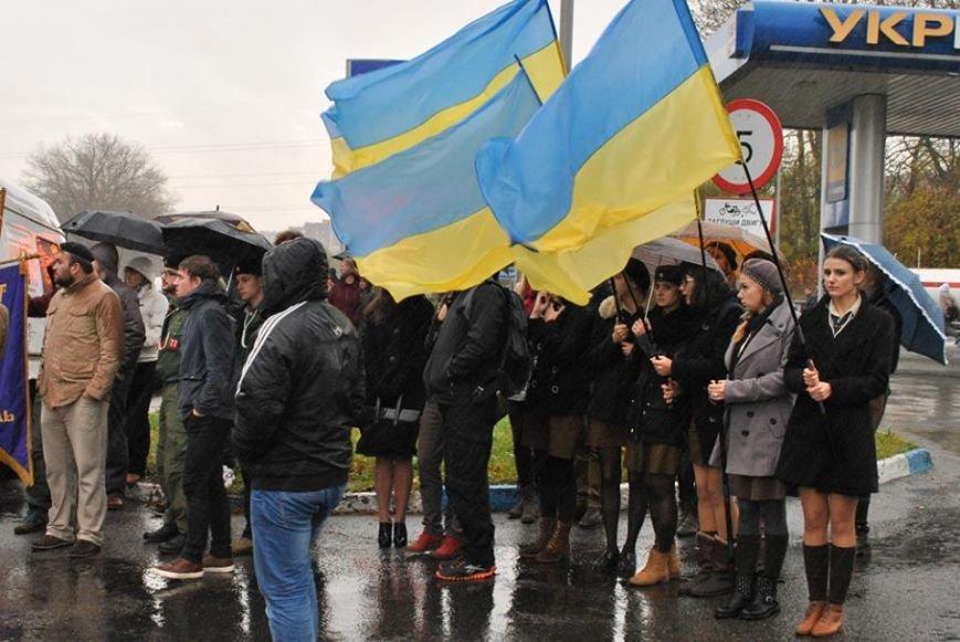 Попрощатися із бійцем «Айдару» Віктором Гурняком на літургію у Тернополі прийшли декілька тисяч мешканців міста, фото-3