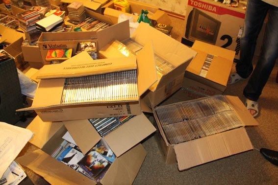 У черниговского «пирата» при обыске изъяли 1800 DVD, фото-3