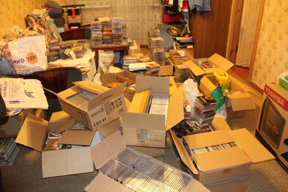 У черниговского «пирата» при обыске изъяли 1800 DVD, фото-1
