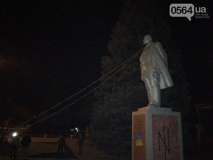 Криворожане повалили Ленина, митинговали под РОВД и горисполкомом, фото-1