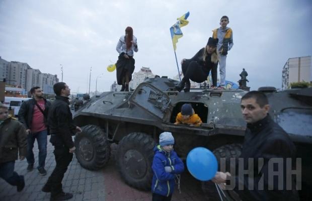 В Киев привезли трофеи боевиков из Мариуполя (ФОТО), фото-2