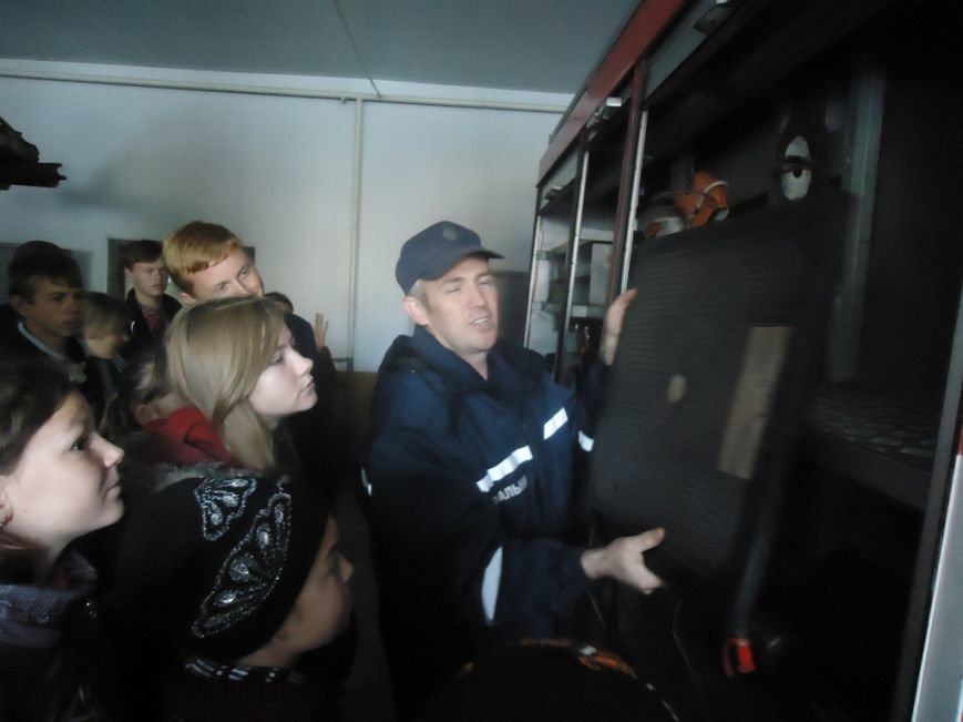 Участники кружка «Юный спасатель» посетили с экскурсией спасателей Суворовского района Херсона, фото-6