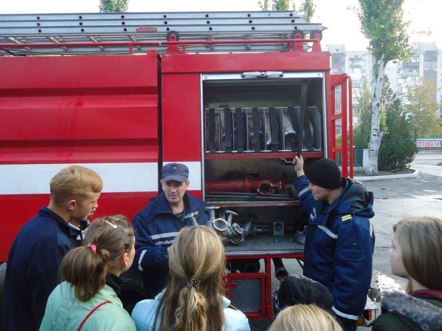 Участники кружка «Юный спасатель» посетили с экскурсией спасателей Суворовского района Херсона, фото-2