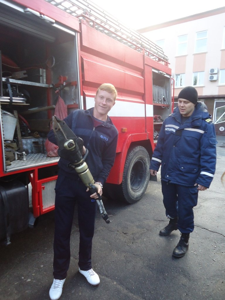 Участники кружка «Юный спасатель» посетили с экскурсией спасателей Суворовского района Херсона, фото-1
