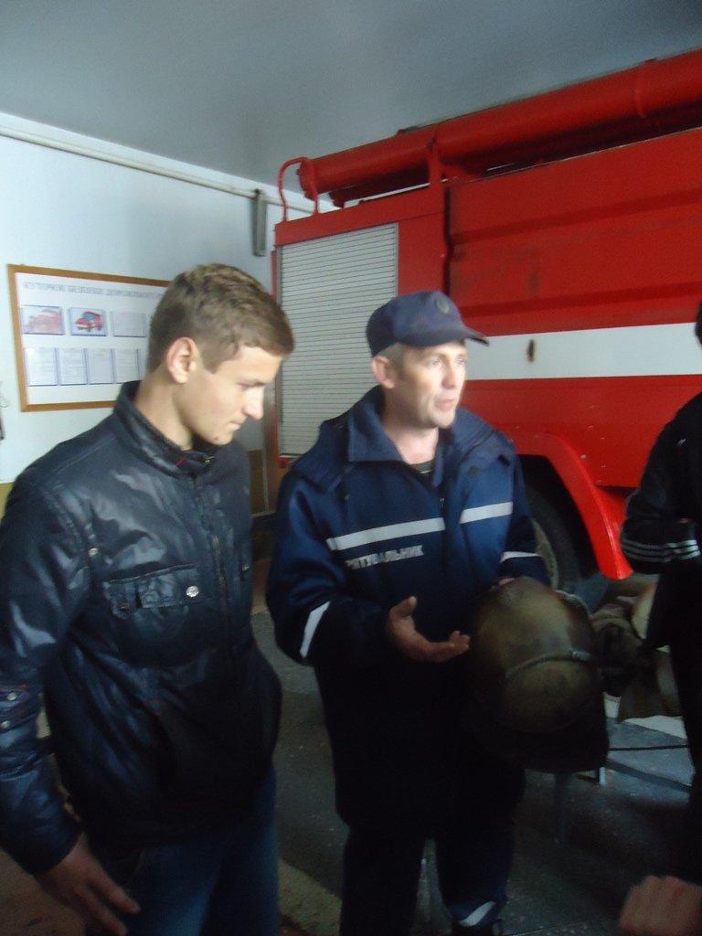 Участники кружка «Юный спасатель» посетили с экскурсией спасателей Суворовского района Херсона, фото-5