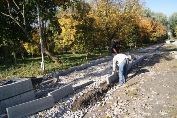 В тернопільському парку ремонтують алею, яку збудували майже 30 років тому (фото), фото-3