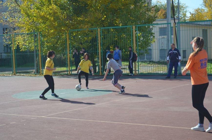 Девчонки тоже умеют играть в футбол!, фото-1