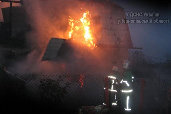 На Тернопільщині МНСники рятували житловий будинок від вогню, фото-1