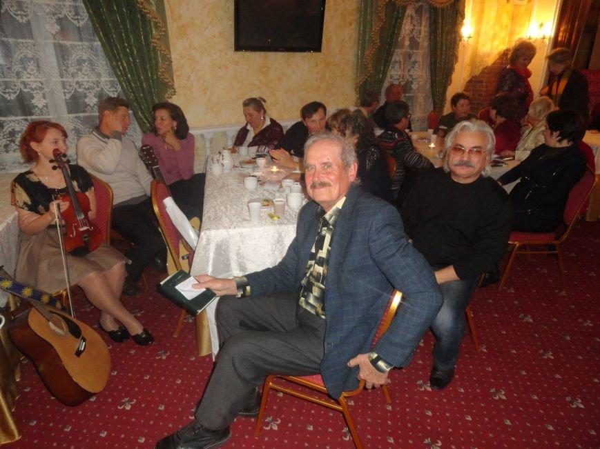 В Литературно-музыкальной гостиной Мариуполя открывали новые имена поэтов и бардов  (ФОТОРЕПОРТАЖ), фото-4