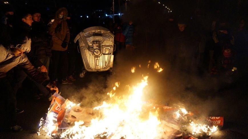 Марш «Последнего сопротивления старой власти» в Харькове: мусорные баки и сожжение агитационных листовок (фото+видео), фото-8