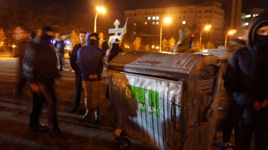 Марш «Последнего сопротивления старой власти» в Харькове: мусорные баки и сожжение агитационных листовок (фото+видео), фото-11