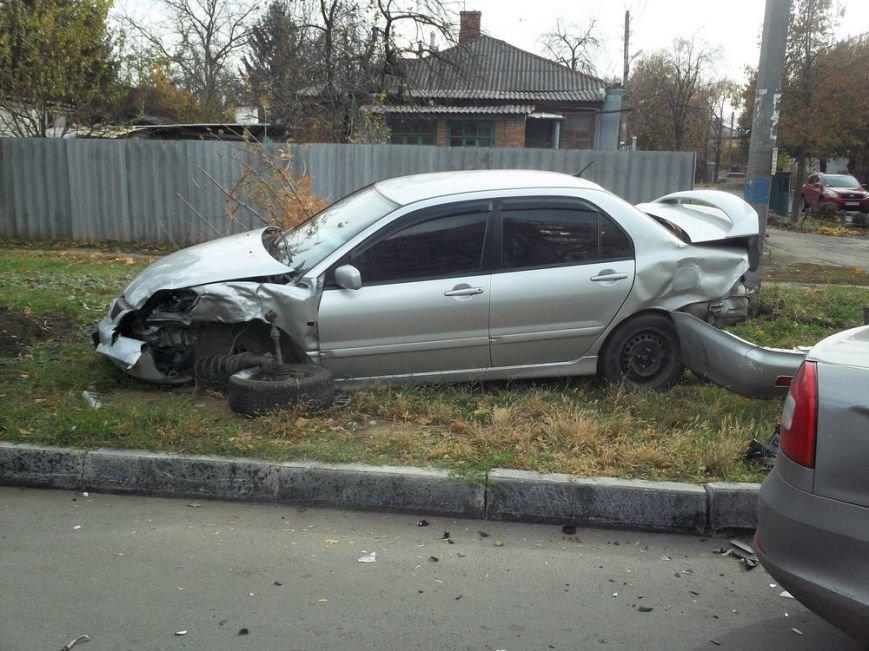 В центре Харькова столкнулись две иномарки: пострадала женщина, фото-2
