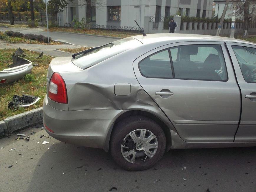 В центре Харькова столкнулись две иномарки: пострадала женщина, фото-1