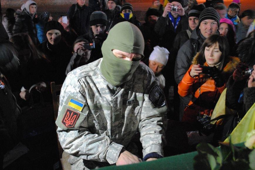 Пианист-экстремист дал концерт под памятником Шевченко в Харькове, фото-4