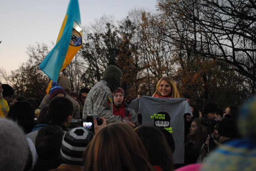 Пианист-экстремист дал концерт под памятником Шевченко в Харькове, фото-2